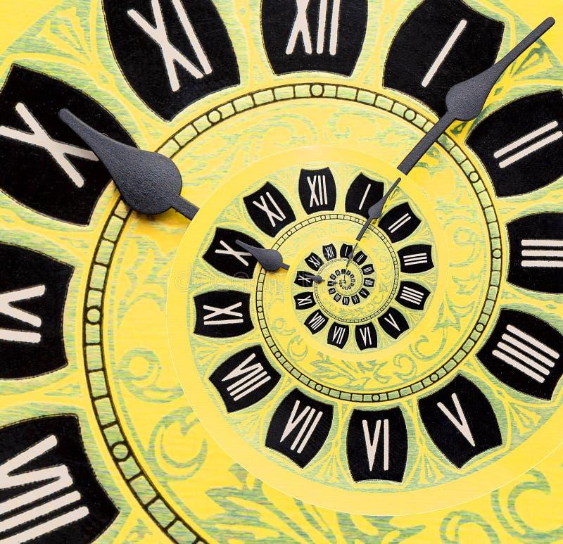 黄色减速火箭的老时钟螺旋摘要背景 古色古香的时钟分数维背景 时间螺旋超现实的时钟 图库摄影