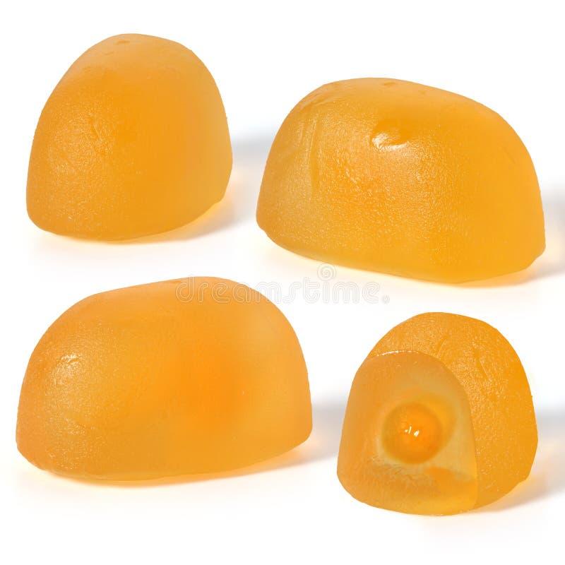 黄色在白色背景的果子耐嚼的糖果 免版税库存图片