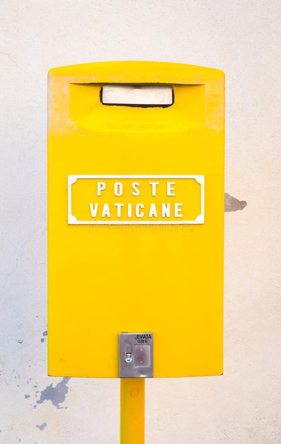 黄色岗位箱子在梵蒂冈 库存图片