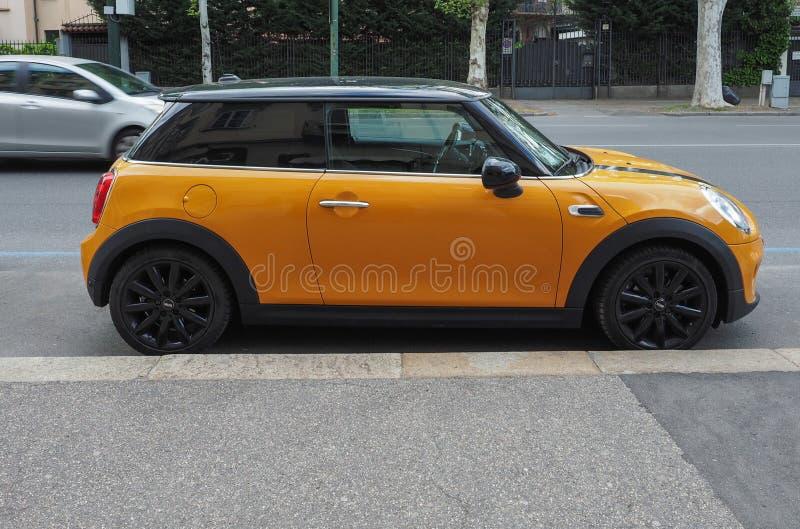 黄色微型汽车在都灵 免版税库存照片