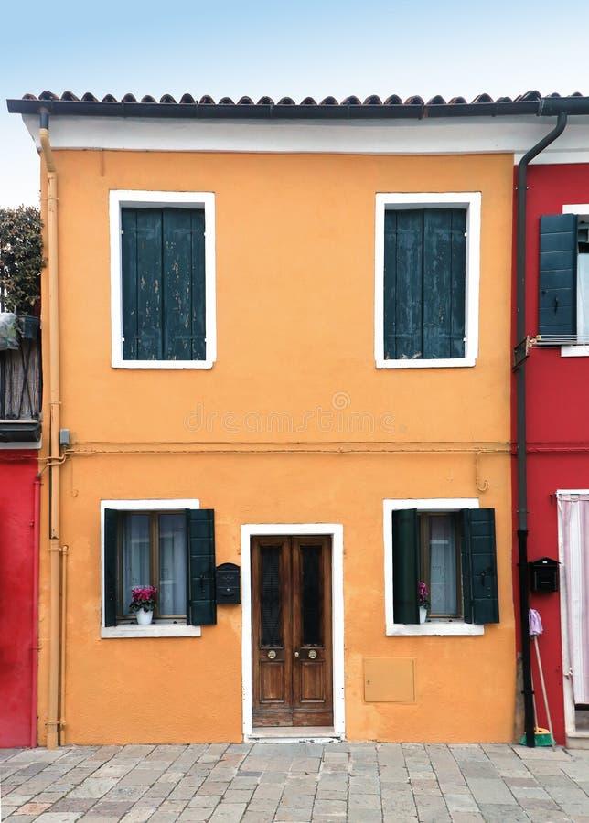 黄色房子入口 库存图片