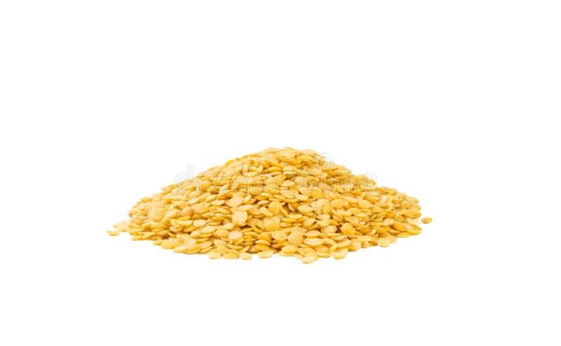 黄色扁豆在白色背景堆积隔绝 ?? ?? 自然食品成分 库存照片