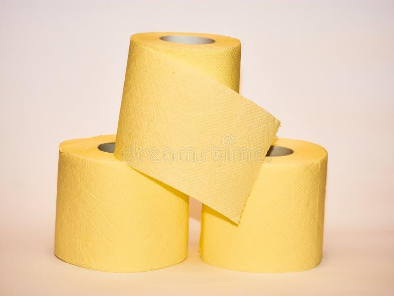 黄色手纸金字塔在白色背景的 图库摄影