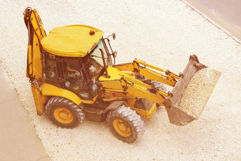 黄色拖拉机路主角 顶视图 免版税库存照片