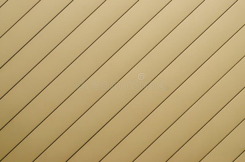 黄色波纹状的墙壁,黄色钢背景 库存图片