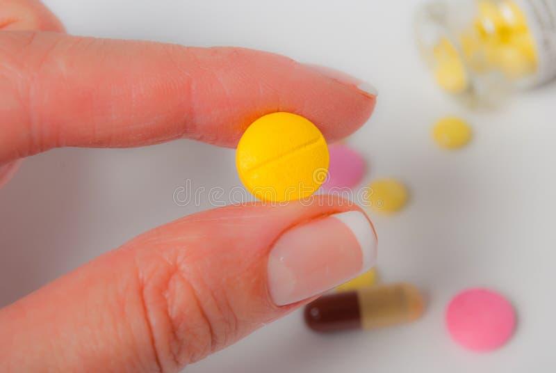 黄色片剂 免版税库存照片