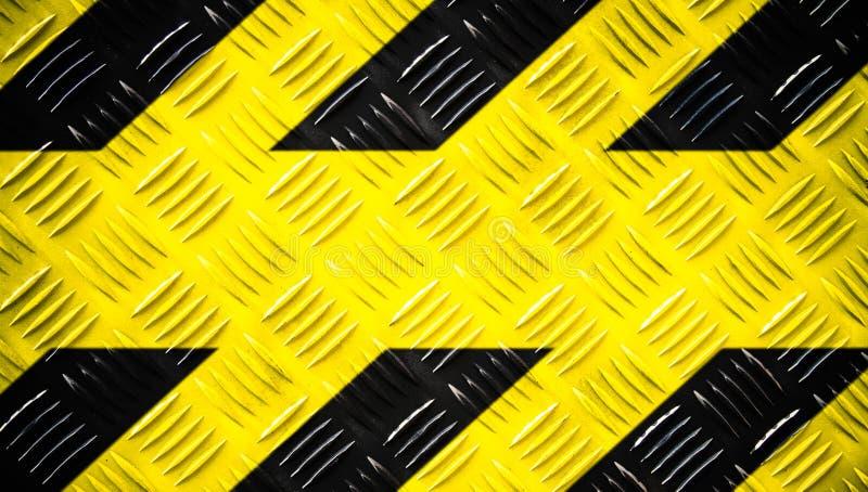 黄色的警报信号和在钢验查员板材或金刚石板材绘的黑条纹在地板纹理宽横幅背景 库存照片