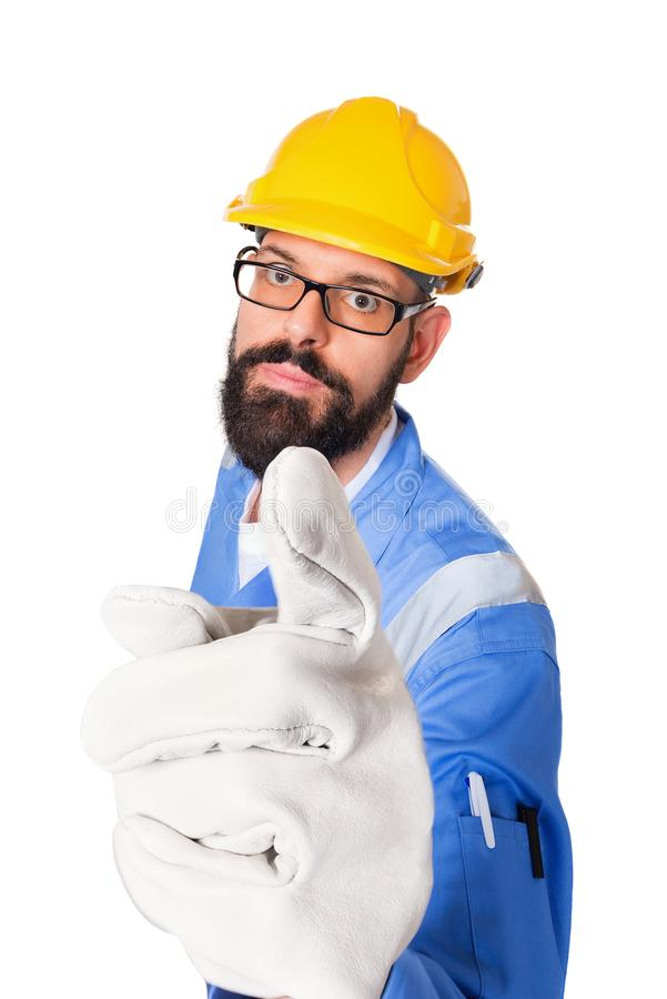 黄色盔甲和玻璃的把他的手指指向的严肃的有胡子的建造者、工头或者安装工大角度画象您 免版税库存照片