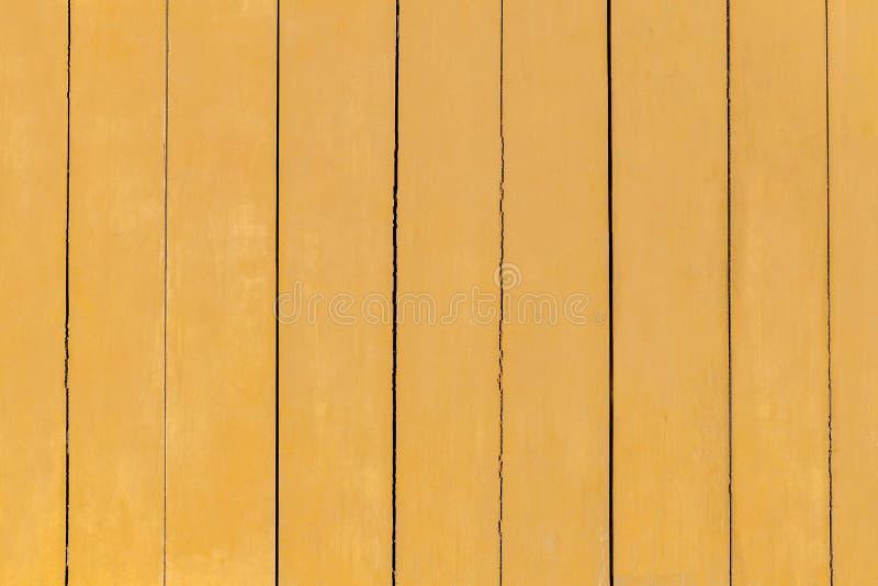 黄色绘了老木背景 金黄木纹理背景 免版税库存照片