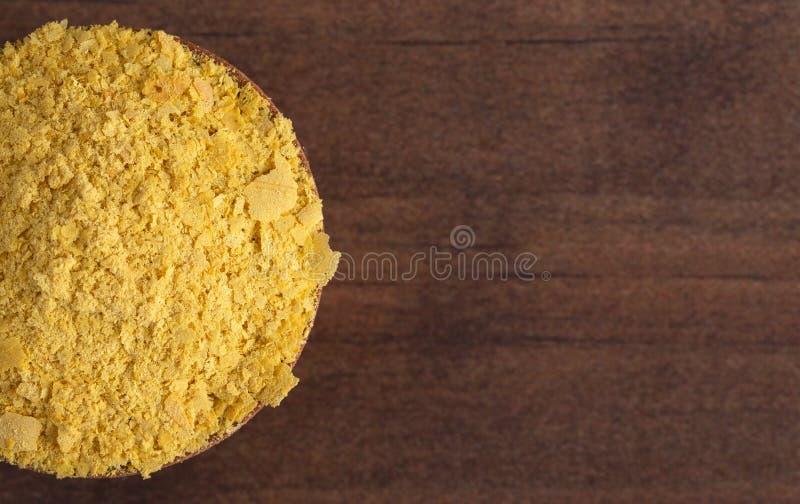 黄色营养酵母剥落乳酪替补和晒干素食主义者饮食的 库存照片