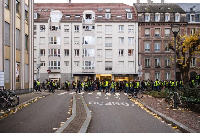 黄色西部叫喊的Macron放弃人群辞职 免版税库存照片