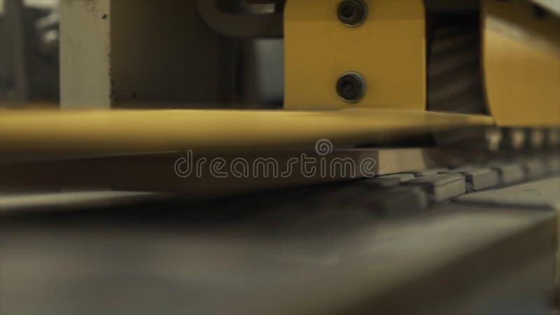 黄色铣床特写镜头在工厂或工厂设备一个工作室  r E 图库摄影