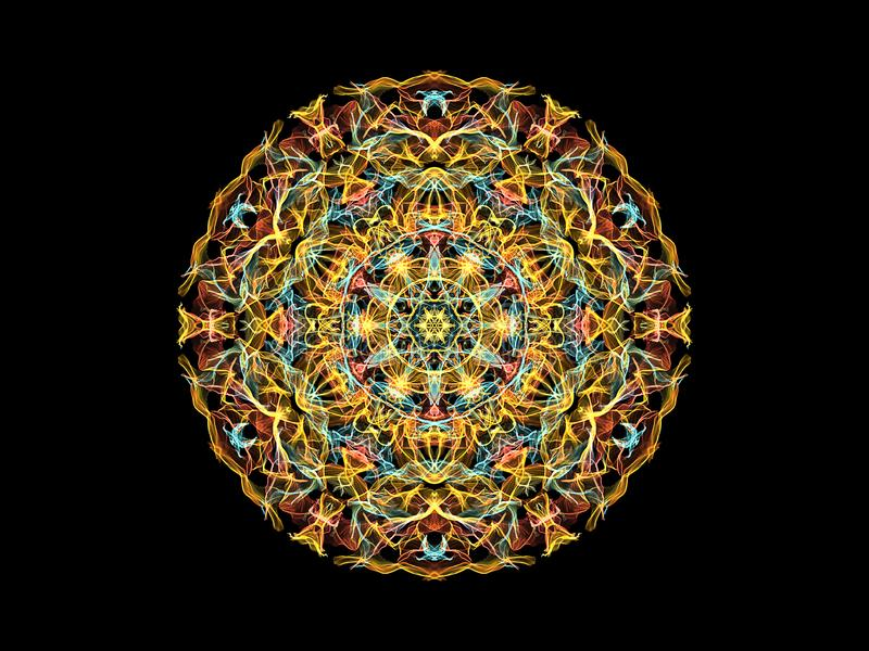 黄色,珊瑚和蓝色抽象火焰坛场花,在黑背景的装饰花卉圆的样式 瑜伽题材 向量例证