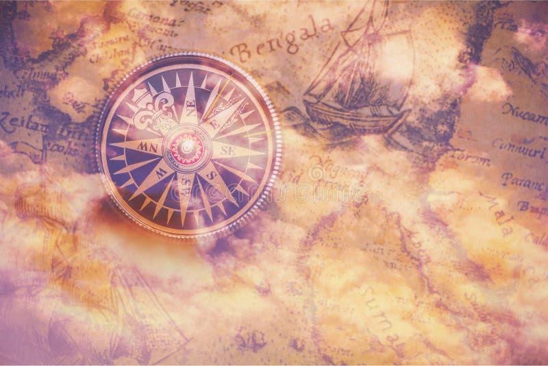 黄铜古色古香的指南针特写镜头视图 库存例证