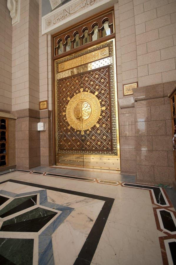 黄铜门做masjid nabawi一 库存图片