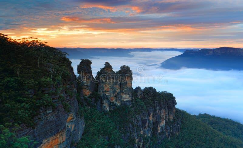 黎明三姐妹回声点蓝山山脉澳大利亚 免版税库存图片