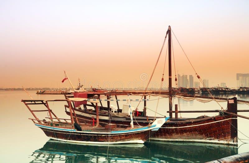 黎明单桅三角帆船 免版税库存照片