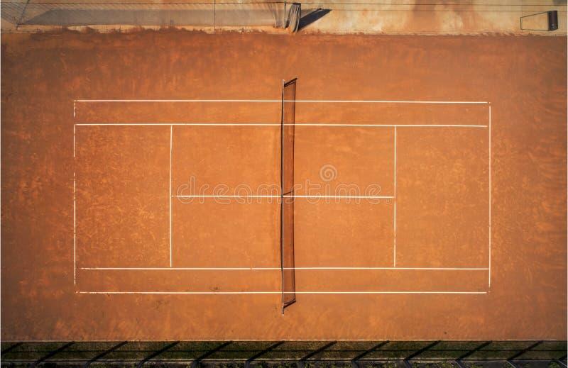黏土竞争概念现场体育运动网球 从鸟` s飞行的看法 免版税库存照片