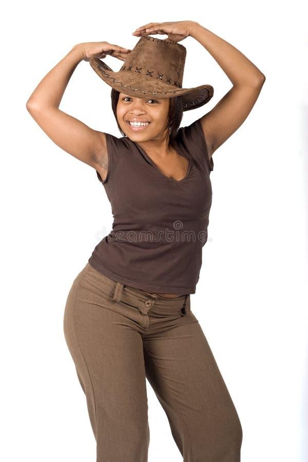 黑人妇女佩带的牛仔帽 免版税库存图片