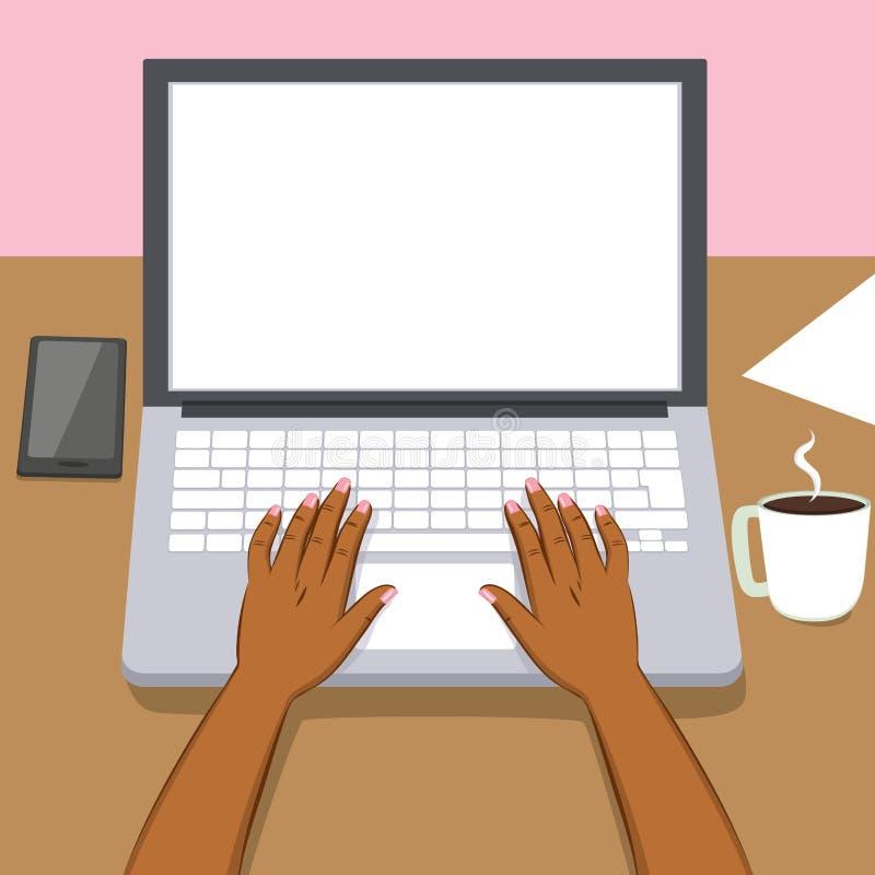 黑人妇女手膝上型计算机 皇族释放例证