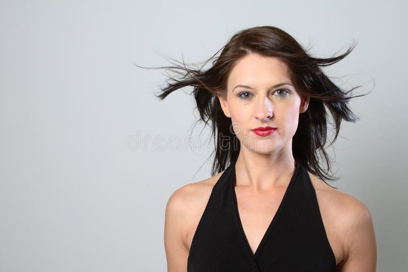 黑发有风妇女 免版税库存图片