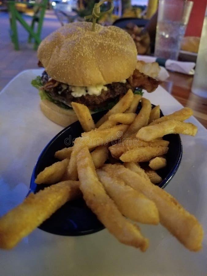 黑和蓝色汉堡 库存图片
