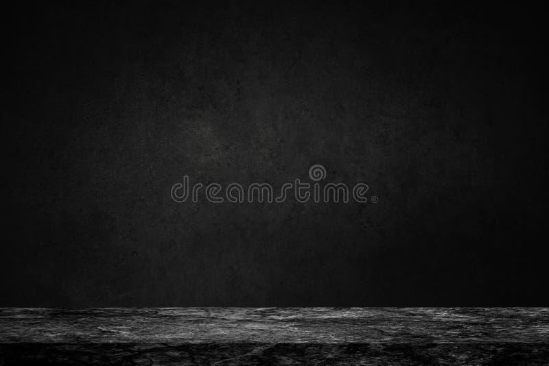 黑大理石石桌空的上面在混凝土墙backgroun的 免版税库存照片