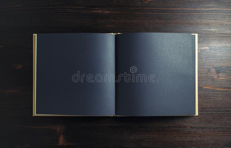 黑小册子或小册子 免版税库存照片
