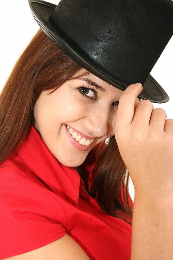 黑帽会议俏丽的妇女 免版税库存图片
