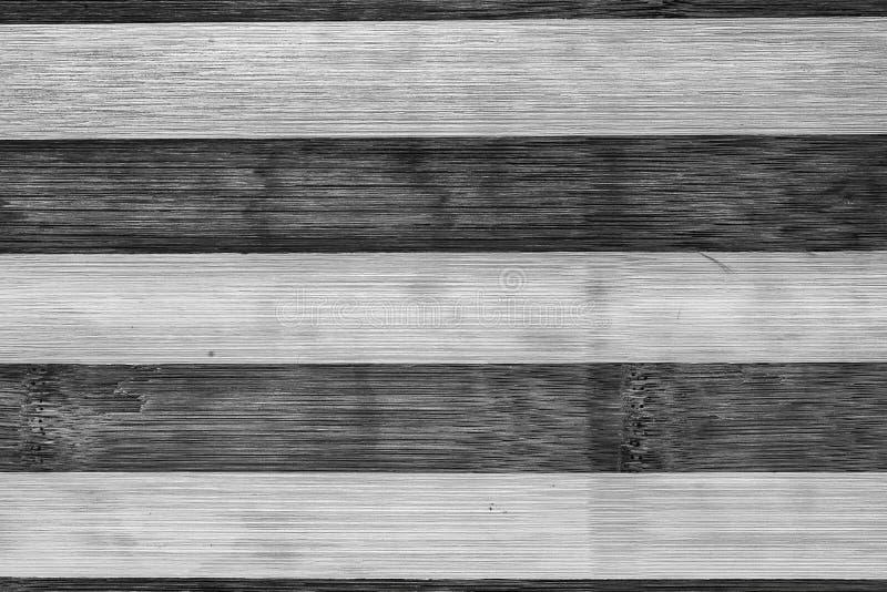 黑暗和浅褐色的葡萄酒木老板条背景 黑白被剥离的纹理 图库摄影