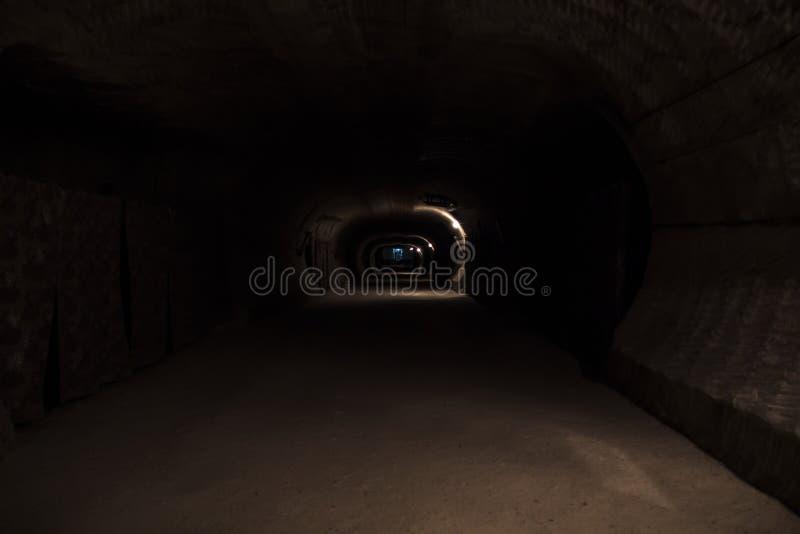 黑暗地下走廊 免版税库存照片