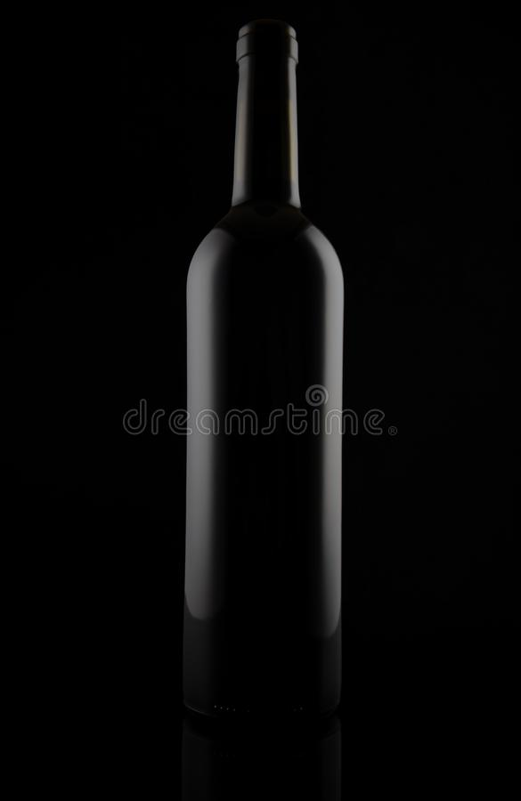 黑暗淡玻璃酒瓶,隔绝在黑色 免版税库存照片