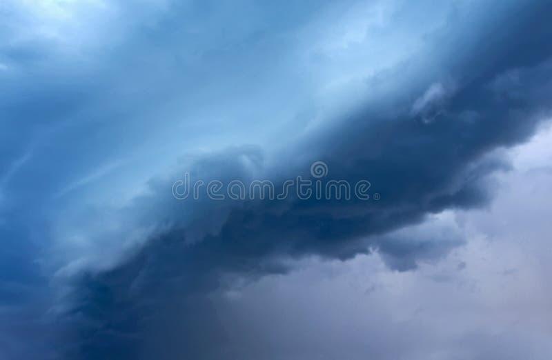 黑暗的云彩 免版税库存图片