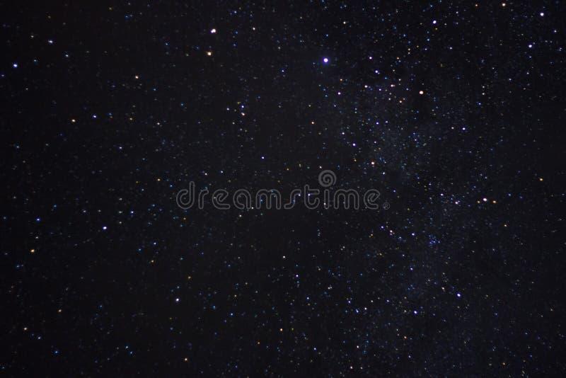 黑暗的例证夜空随风飘飞的雪 星形 免版税图库摄影