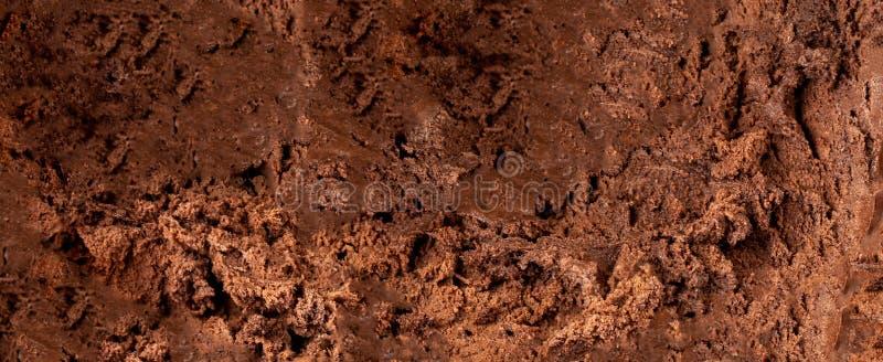 黑暗的巧克力冰淇淋背景或纹理 可可粉冰淇凌墙纸 免版税图库摄影