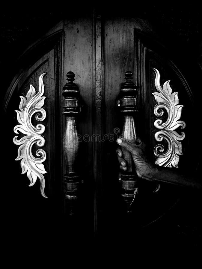 4黑暗的手的门 免版税图库摄影