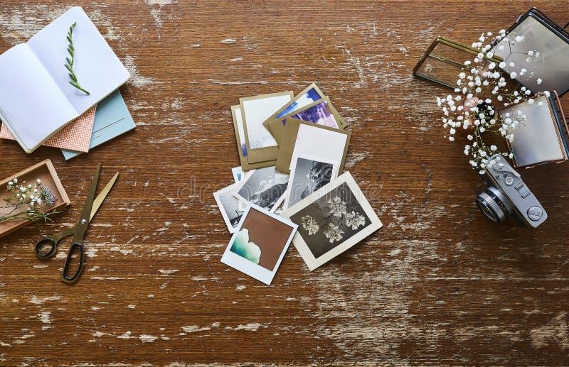 黑暗的排序葡萄酒图片的工作区创造性的烘烤创造性的工作区摄影师 免版税库存照片