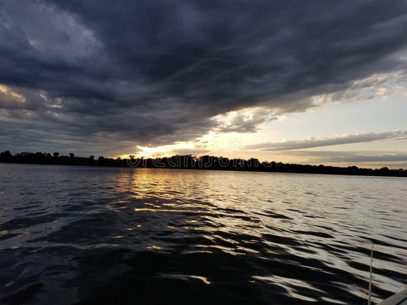 黑暗的水 免版税库存图片