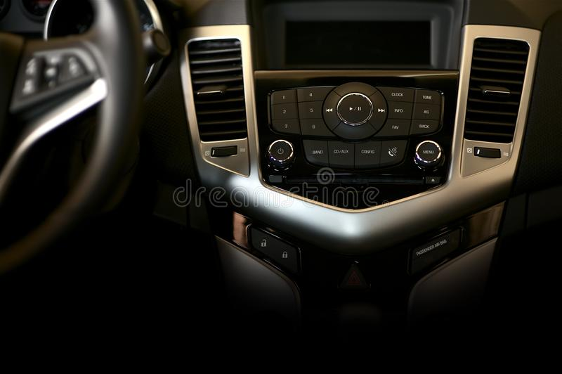 黑暗的汽车控制板 免版税图库摄影