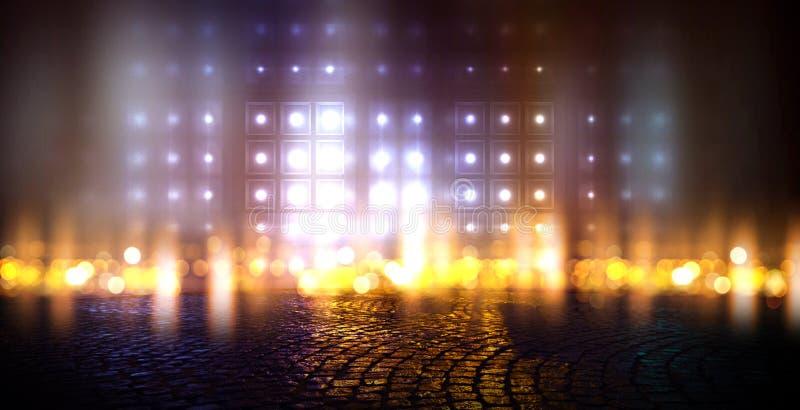 黑暗的空的场面,多彩多姿的霓虹探照灯光,抽象bokeh光,湿沥青 库存例证