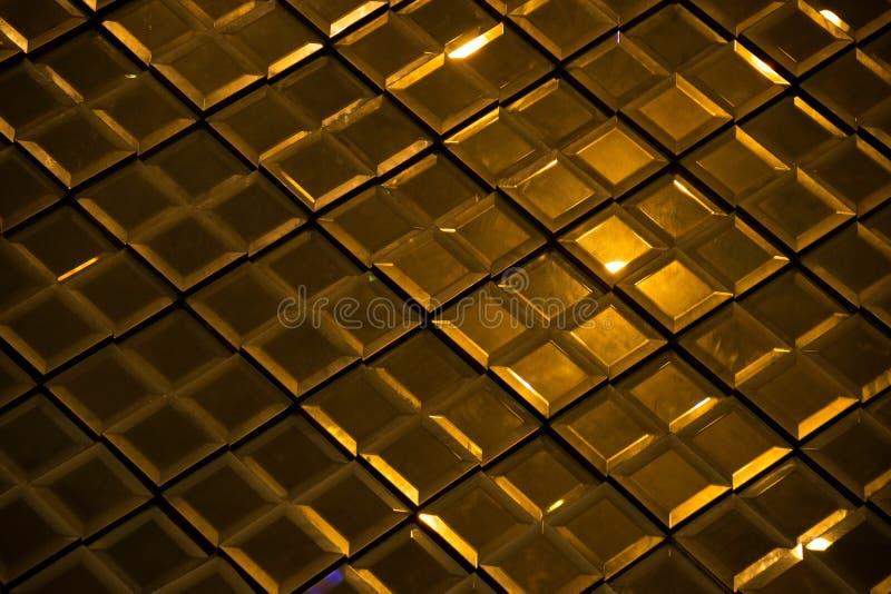 黑暗的金反射性玻璃菱形金刚石摘要纹理和背景 免版税图库摄影