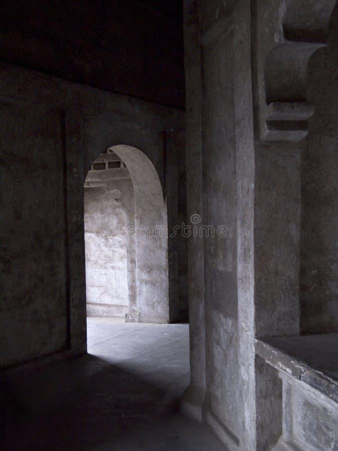 黑暗的门道入口 库存照片