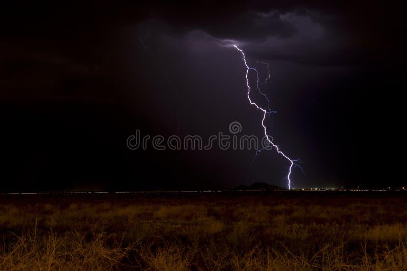 黑暗的闪电天空 免版税图库摄影