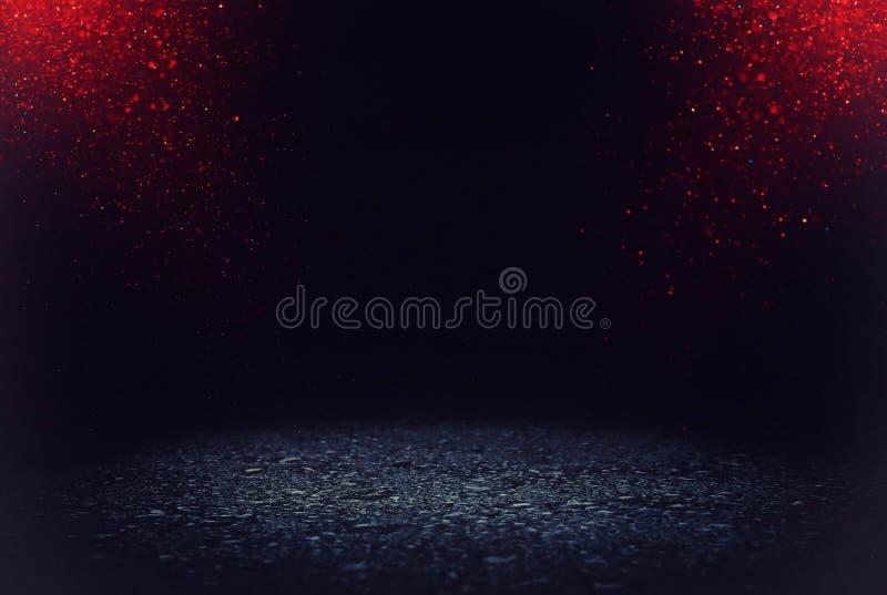 黑暗的集中或沥青地板有深红和黑闪烁背景 免版税库存照片