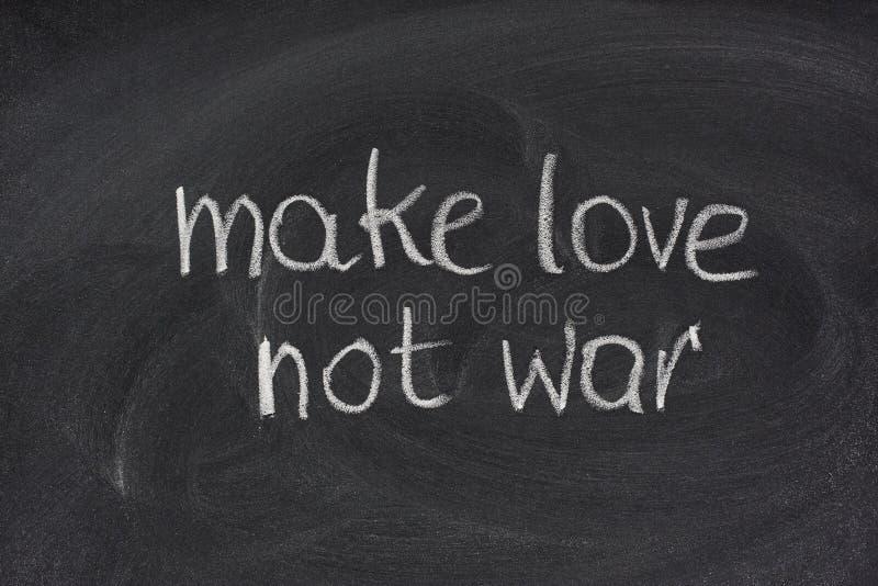 黑板爱做不是战争 库存照片