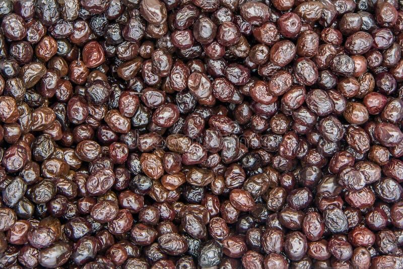 黑橄榄背景在腌汁的 免版税库存图片