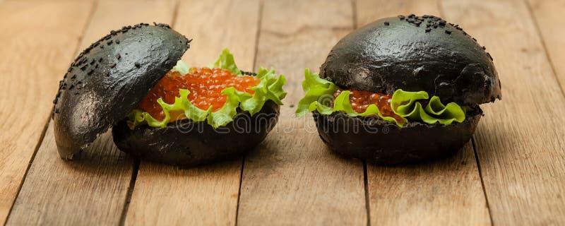 黑汉堡包用鱼子酱 库存照片