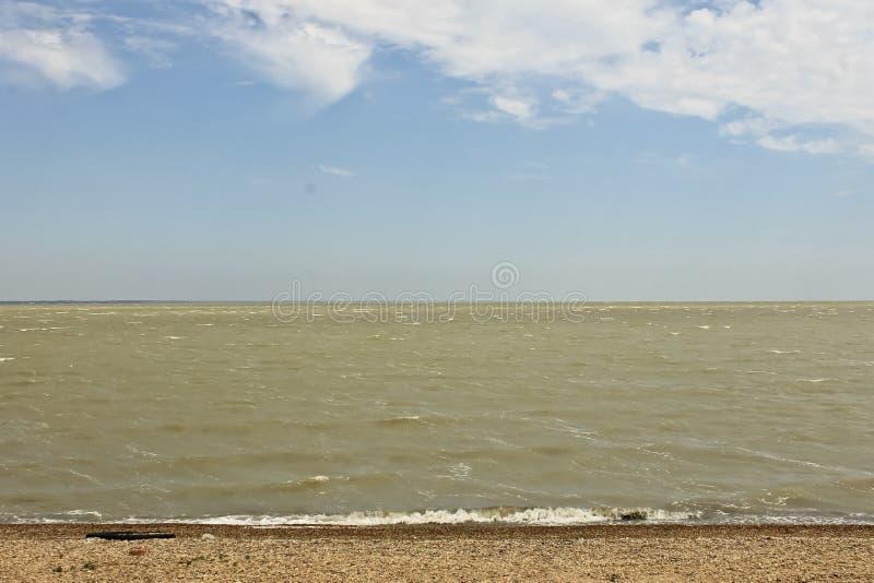 黑海海岸,Pebble海滩,美丽的波浪 库存图片