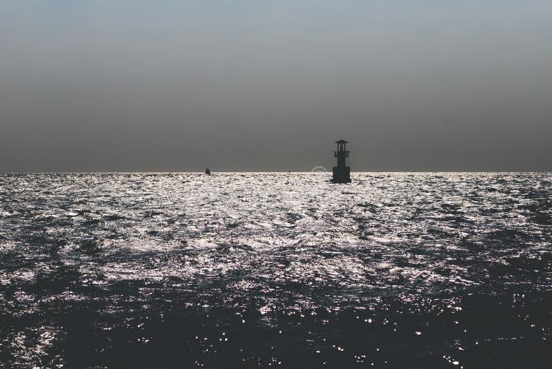 黑海的美好的图象,当海水反射与太阳,做波浪看起来闪耀 免版税图库摄影