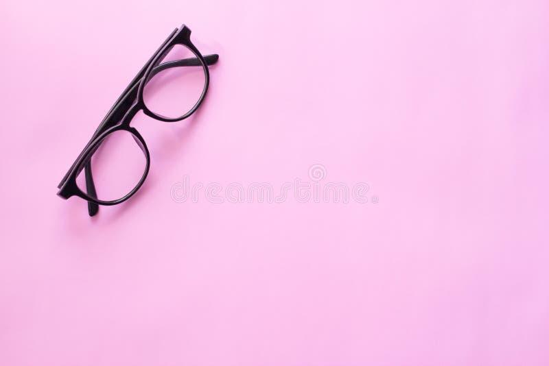 黑玻璃,文本的最小的样式布局事假空白 在粉红彩笔背景 库存照片